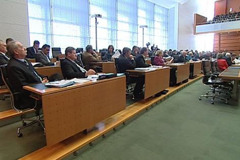 Abgeordnete sitzen im Landtag