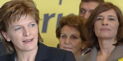 Bürgermeisterin Christine Oppitz-Plörer mit Nationalratsabgeordneter Karin Hakl