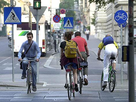 Radfahrer auf Radweg in der Wiener Innenstadt