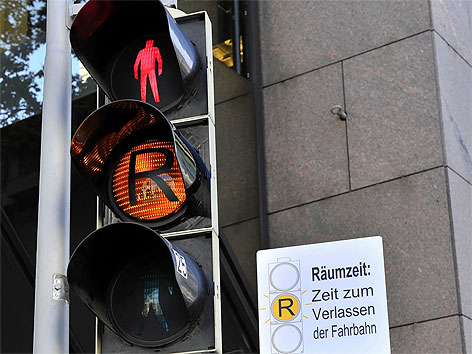 Fußgänger-Ampel mit Gelblicht