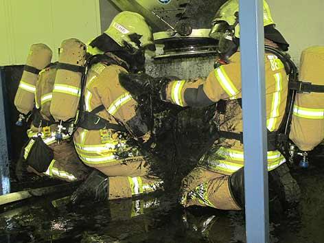 Feuerwehrmänner im Grazer Krematorium