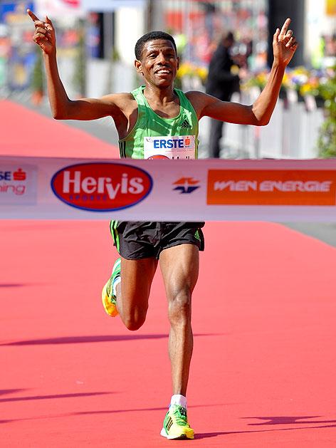 Haile Gebrselassie bei seinem Sieg im Halbmarathon beim Vienna City Marathon 2011