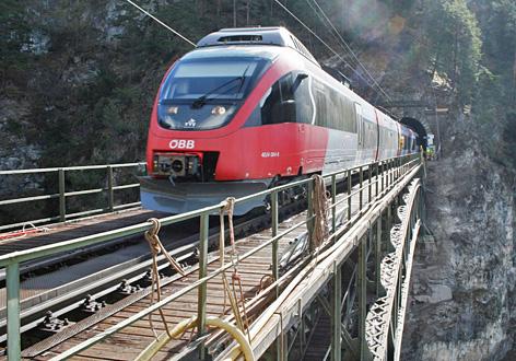 Talent-Zug auf der Schlossbachbrücke