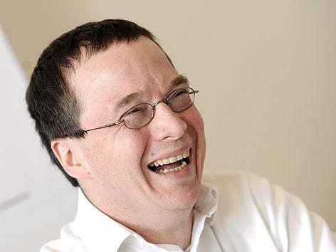 """Gründer der """"Next Edition Partners GmbH"""" und russischer Investor Sergey Skaterschikov bei Viennafair-Pressekonferenz"""