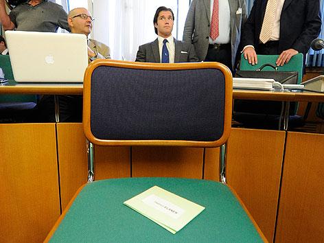 Elsner-Anwalt Tassilo Wallentin (M.) am Mittwoch, 2. Mai 2012, anl. des 2. BAWAG-Prozesses im Straflandesgericht