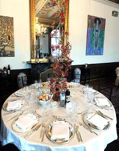 Einer der 30 gedeckten Tische im Zeremoniensaal der Hofburg