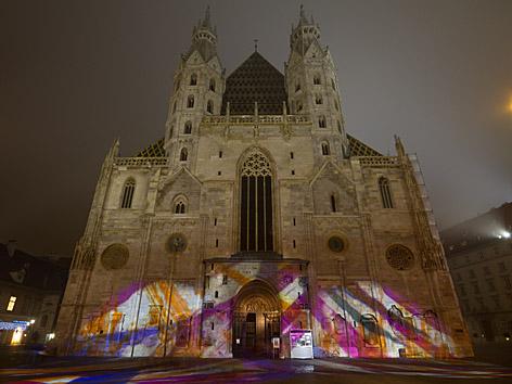 Stephansdom mit Lichtinstallation von Victoria Coeln