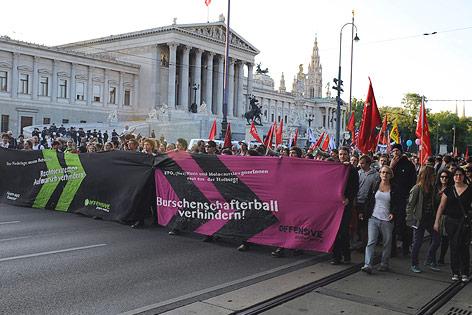 Protestveranstaltung gegen Totengedenken der Burschenschafter am Wiener Ring