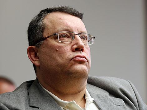Gottfried Küssel vor Beginn seines Prozesses im Straflandesgericht Wien