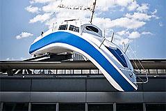 Segelboot auf Hotel