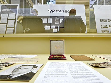 """Ausstellung """"Verdrängte Jahre - Bahn und Nationalsozialismus in Österreich 1938-1945"""" in Wien"""