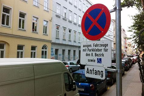 Verkehrsschild für Anrainer-Parkplätzen in der Josefstadt