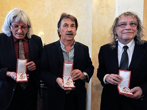 Günter Timischl, Schiffkowitz und Gert Steinbäcker (STS) mit dem Goldenen Ehrenzeichen der Republik Österreich