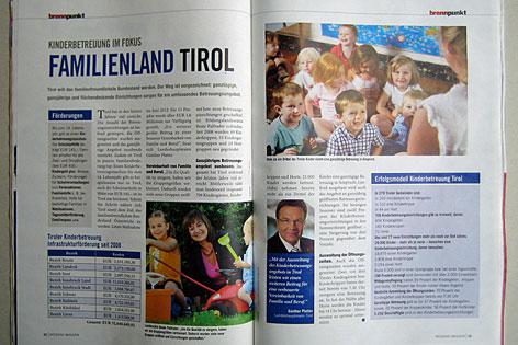 Aufgeblättertes Magazin mit Inserat