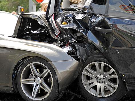 Schwerer Verkehrsunfall in der Donaustadt. Im Bild: Autowracks