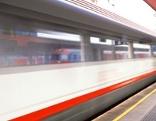 Zug ÖBB Bahnsteig