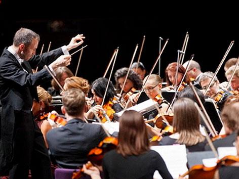 Michael Hofstetter dirigiert recreation - großes Orchester Graz
