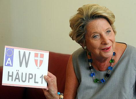 VP-Bezirksvorsteherin Ursula Stenzel am  02. August 2012, während eines Interviews mit der APA-Austria Presse Agentur in Wien