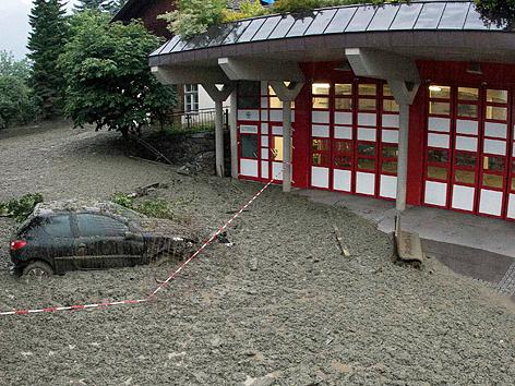 Mure vor Feuerwehrhaus in Virgen