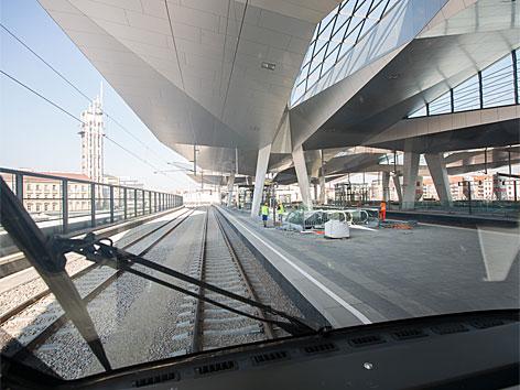 Fahrbetrieb durch den Wiener Hauptbahnhof aufgenommen