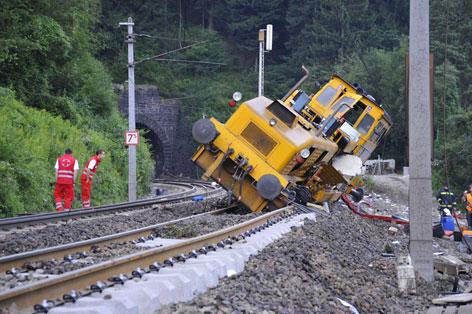 Abgestürzter Gleisbauzug