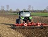 Bauer Traktor Feld