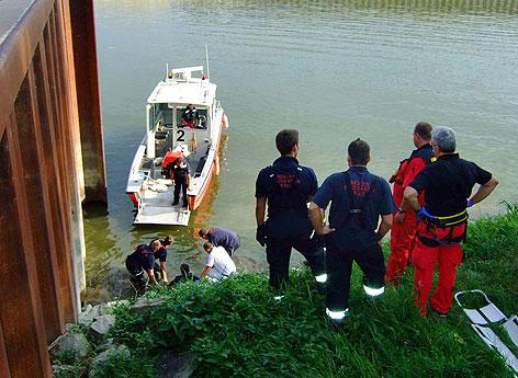 Lenker stürzte mit PKW in Albaner Hafenbecken: Mann wurde geborgen
