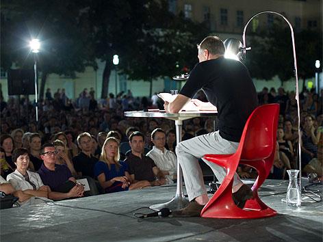 Wolf Haas bei den O-Tönen 2012 im MQ