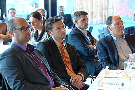 Tiroler Unternehmer Adlerrunde hören einen Vortrag von Wirtschaftsminister Mitterlehner