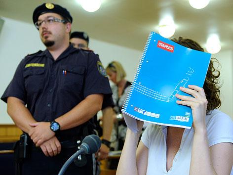 Die im Fall der Kellerleichen in Wien-Meidling angeklagte Estibaliz C. in einem Medienprozess im August 2011