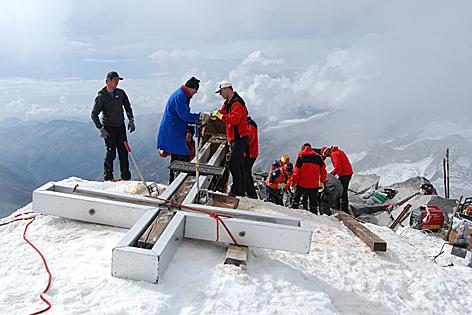 Großvenediger: Gipfelkreuz gerettet
