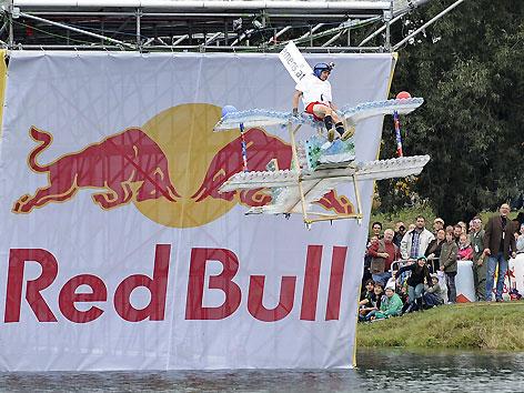 Red Bull Flugtag in der Brigittenauer Bucht