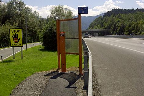 Notrufsäule auf der Autobahn