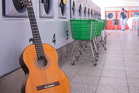 Gitarre im Waschsalon