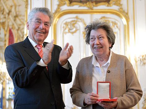 Ute Bock im Rahmen einer Zeremonie anlässlich ihrer Auszeichnung mit dem Goldenen Verdienstzeichens der Republik Österreich