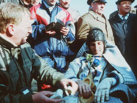Franz Viehböck, nach der Landung, 1991