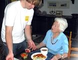 Zivildienst Zivildiener Wehrpflicht Pflege Altenheim Seniorenheim Senioren