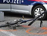 Fahrrad und Polizeiauto