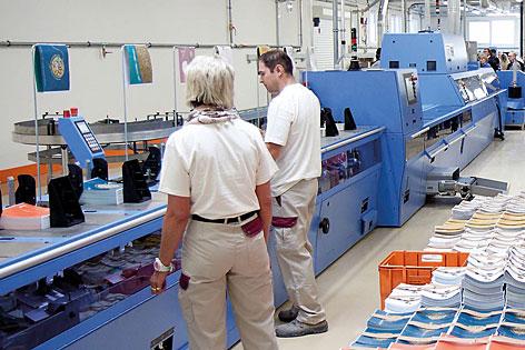 Klebebinder in der Samson Druckerei in St. Margarethen