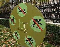 Verbotstafel im Burggarten