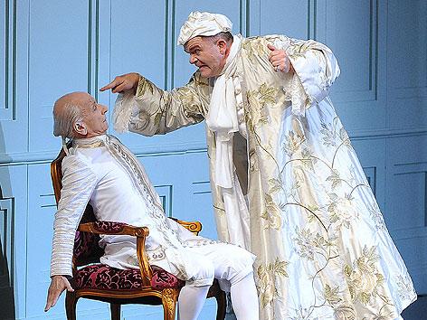"""Cornelius Obonya und Peter Matic in der Oper """"Ariadne auf Naxos"""" im Juli 2012 bei den Salzburger Festspielen"""