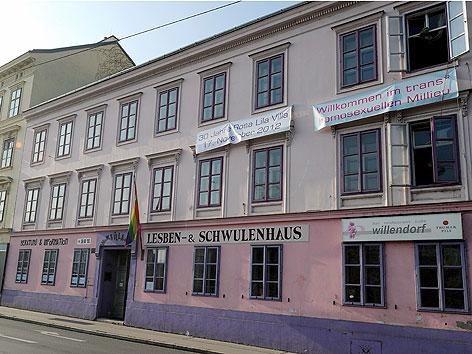"""Das Lesben- & Schwulenhaus """"Rosa Lila-Villa"""" auf der Linken Wienzeile in Wien, aufgenommen am 14. November 2012."""