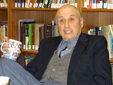 Walter Kohn bei einem APA-Interview im Jahr 2007 in Santa Barbara, Kalifornien