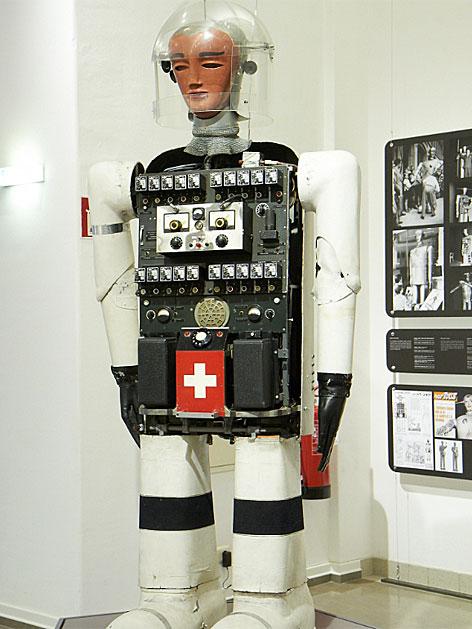 """Ein gezeigter Roboter der Schau  """"Roboter. Maschine und  Mensch?"""" im TMW."""