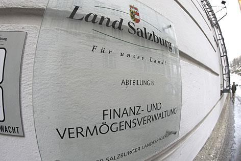 Türschild der Finanzabteilung des Landes Salzburg