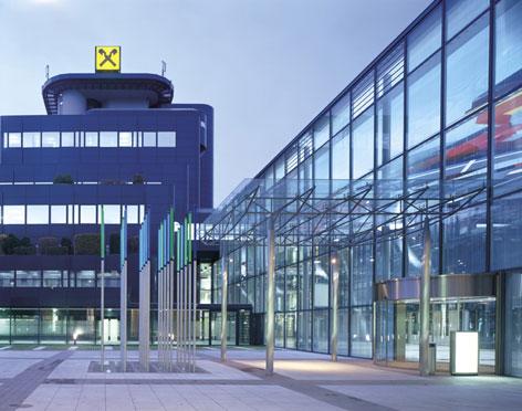 Gebäude der Raiffeisenlandesbank OÖ von außen