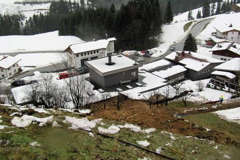 Hang rutscht in Tischlerei in Niederndorferberg