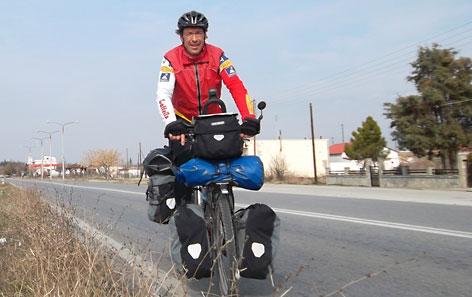 Wolfgang Burtscher mit seinem Reiserad