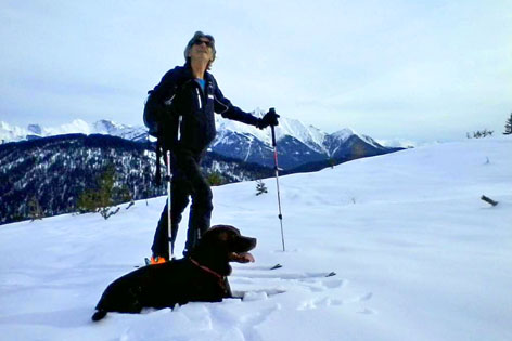 Skitourengeher mit Hund