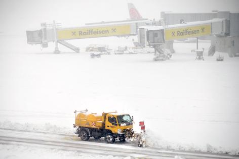 Behinderungen durch Schnee am Flughafen